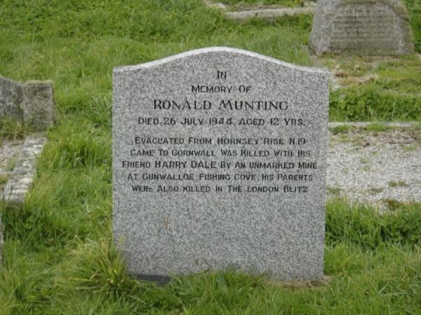 A ronald munting grave cornwall died on mined beach